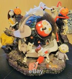 Disney Nightmare Before Christmas Jack Skellington Captures Santa Snow Globe